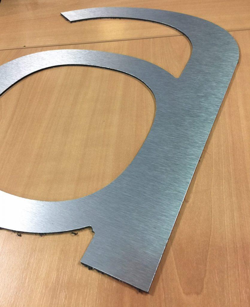Lettre relief en aluminium brossé