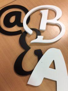 Lettres en relief 3D PVC noir et blanc